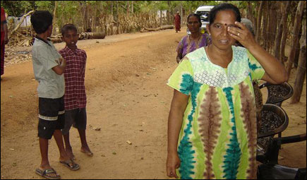 Mrs. Chandrakumary Kamalanathan displaced from Vellaveli, Batticaloa, August 2006