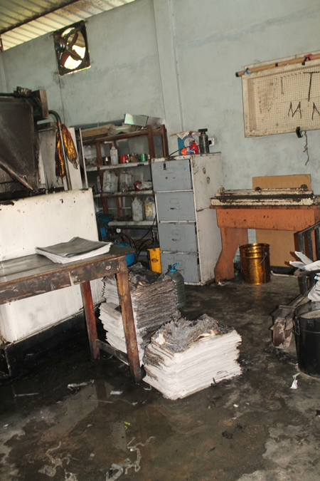 Uthayan press in Jaffna burnt by military or para military April 13 2013