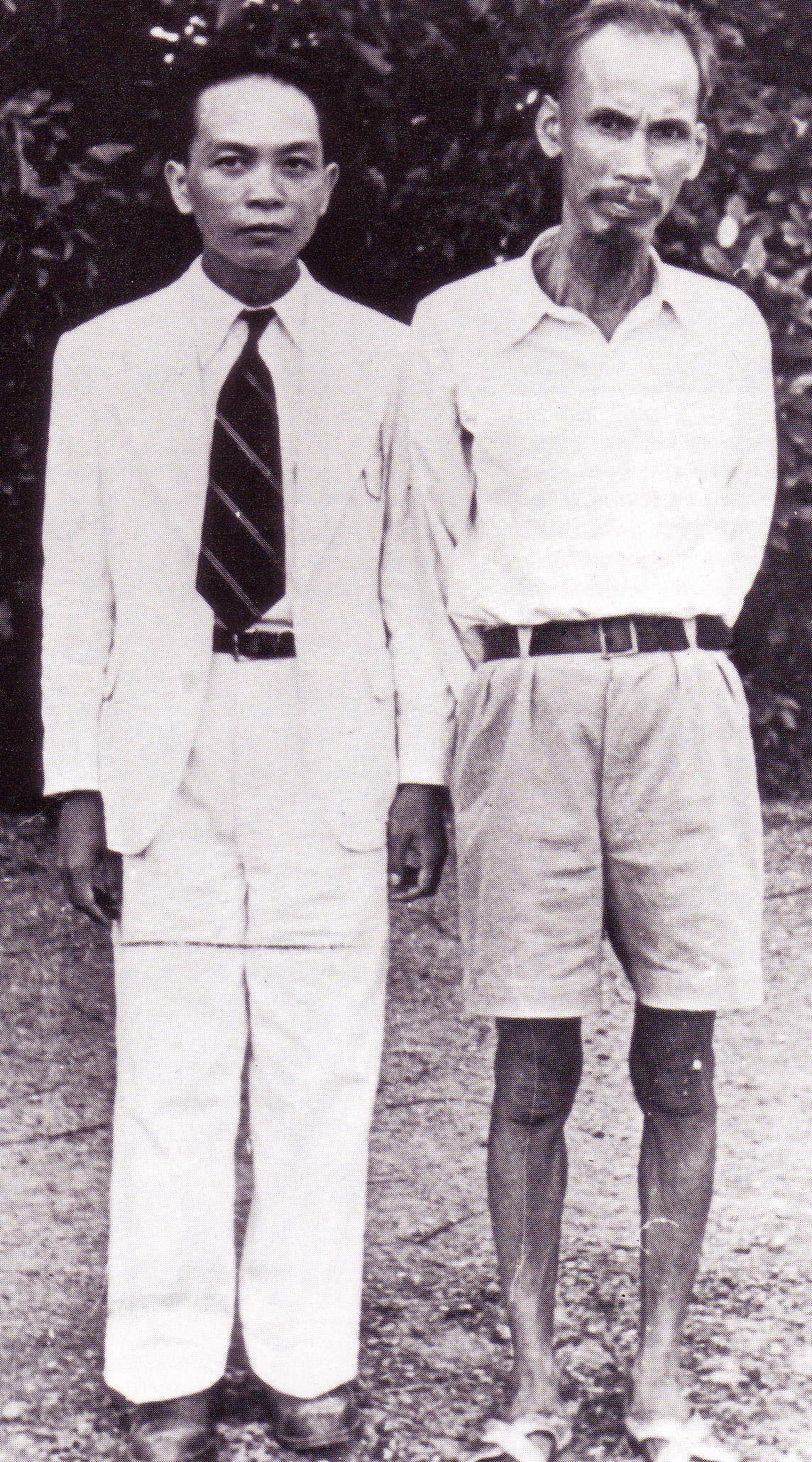 Young Giap (left) with his mentor Ho Chi Minh in 1945