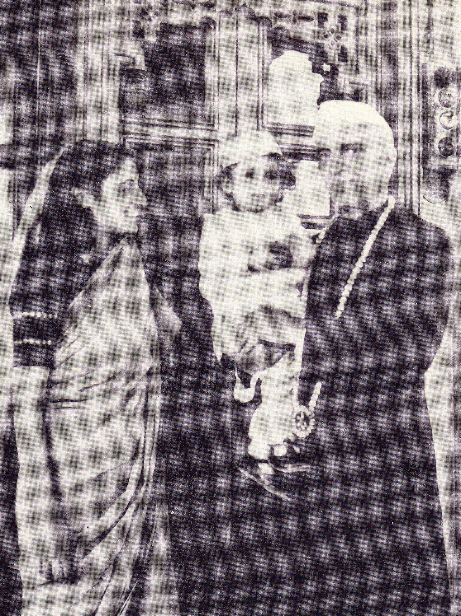 Nehru with daughter Indira and grandson Rajiv (in   1946)