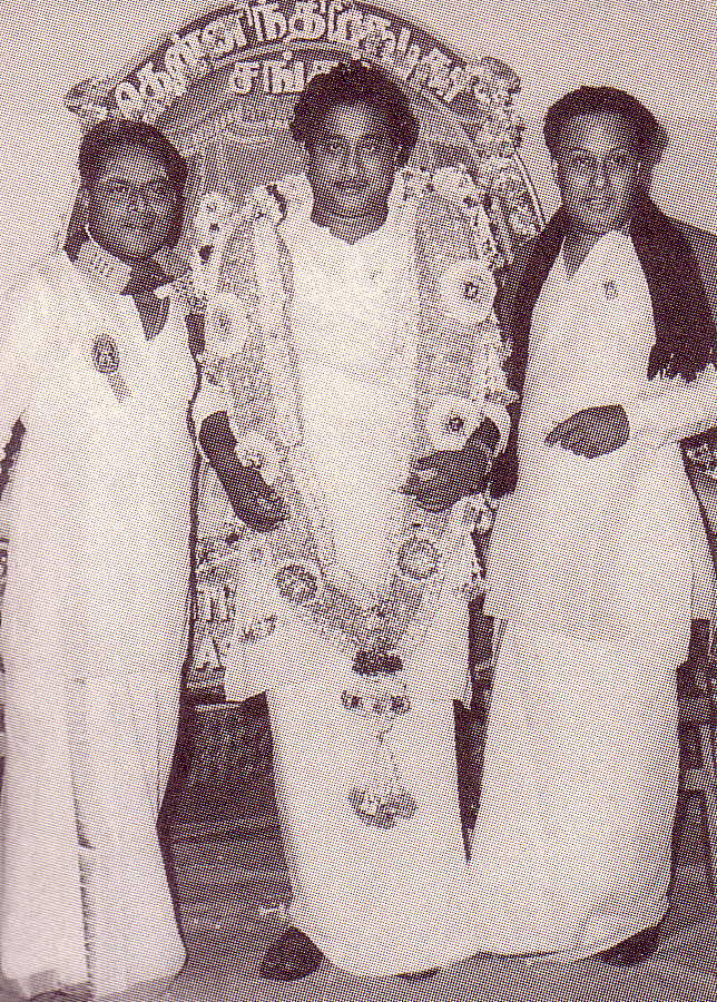 Sivaji Ganesan (with garland) flanked by K.A.Thangavelu and MGR