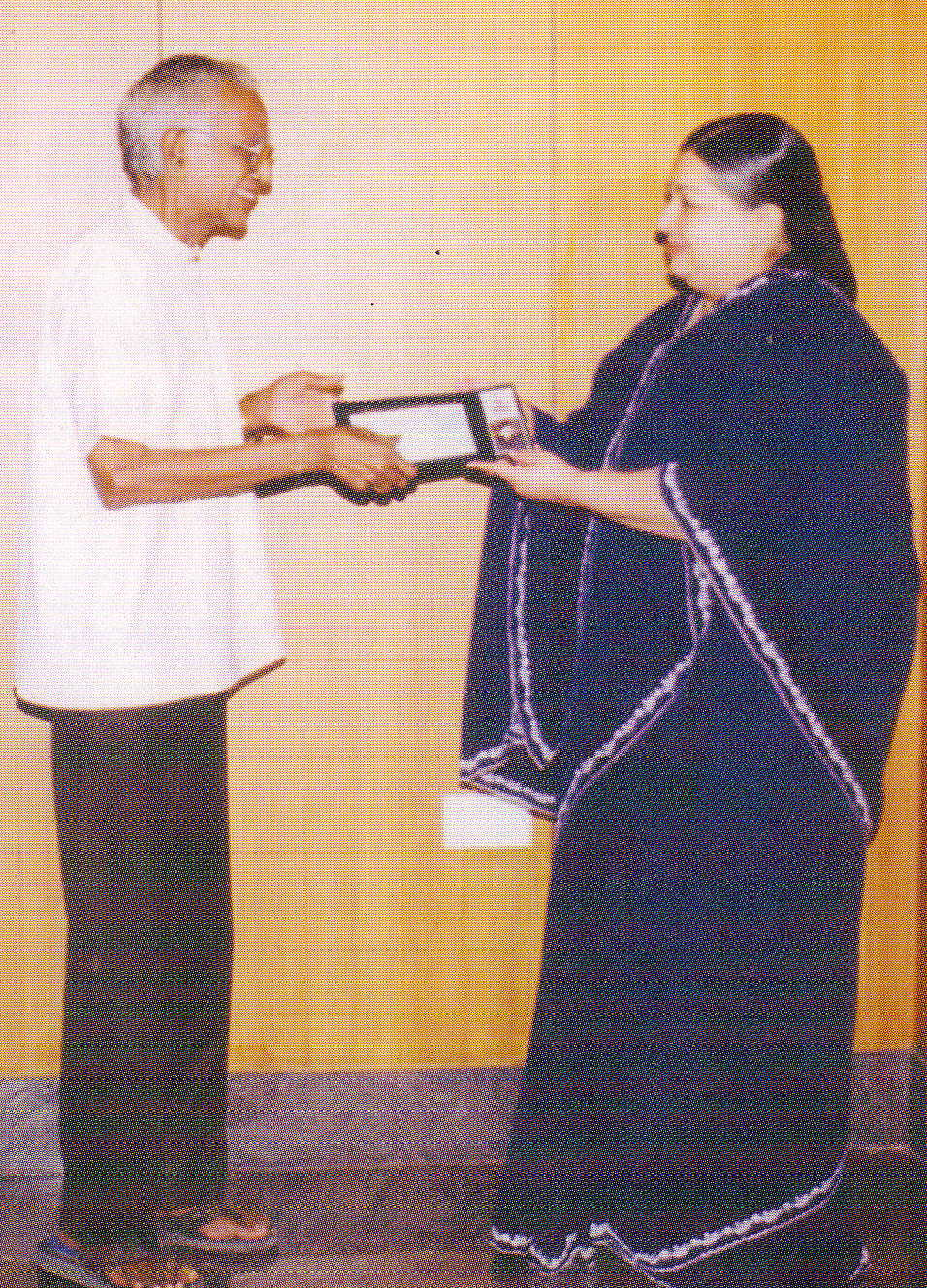jayalalitha-and-film-news-anandan