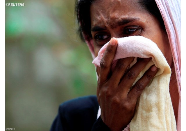 A Muslim woman weeping next to her house burnt by Buddhists in Aluthgama, June 16, 2014. - REUTERS